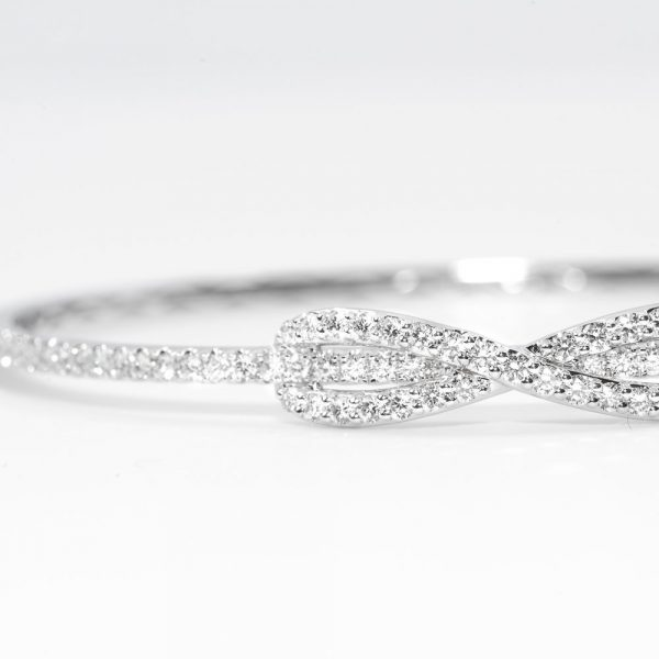 18k White Gold Natural Diamond Infinity Bangle Bracelet