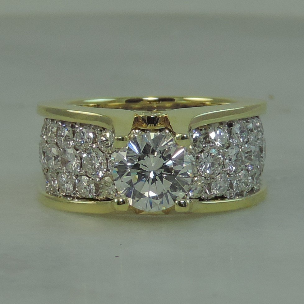 MFJ_PaveWeddingRing_FrontView